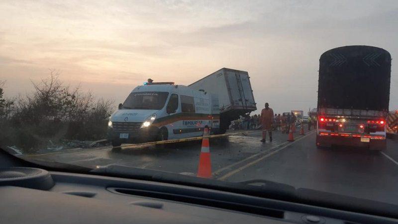 Dos muertos y un herido deja accidente de tránsito en la vía Barranquilla-Ciénaga