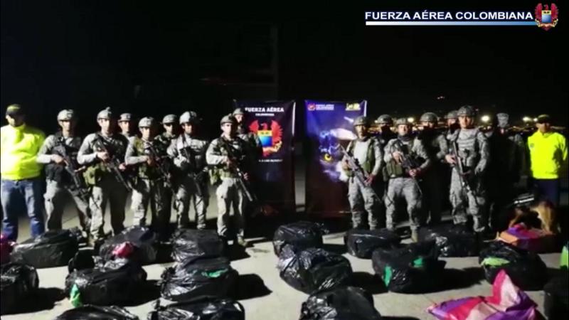 Fuerza Aérea y Policía incautan cargamento de clorhidrato de cocaína del Clan del Golfo