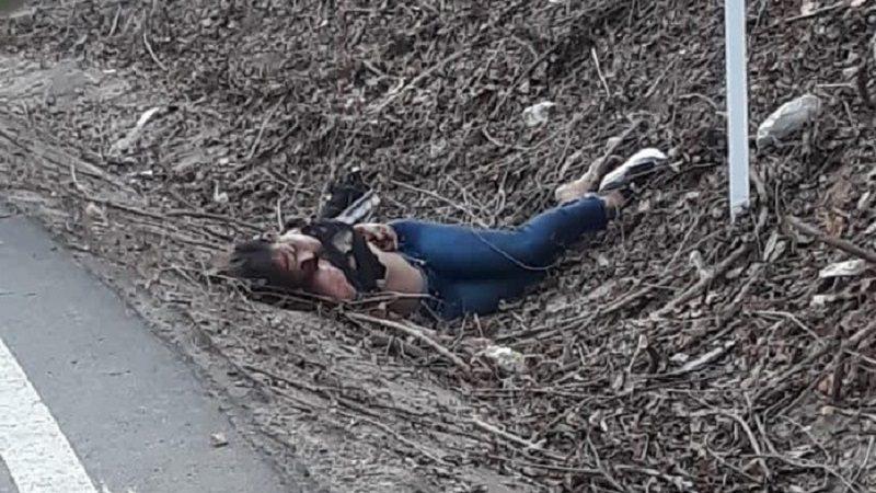 Hallan cadáver de una mujer a un lado de la vía, en Juan de Acosta