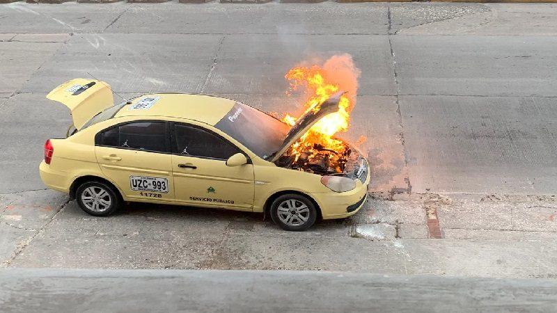 Taxi se incendió en el norte de Barranquilla