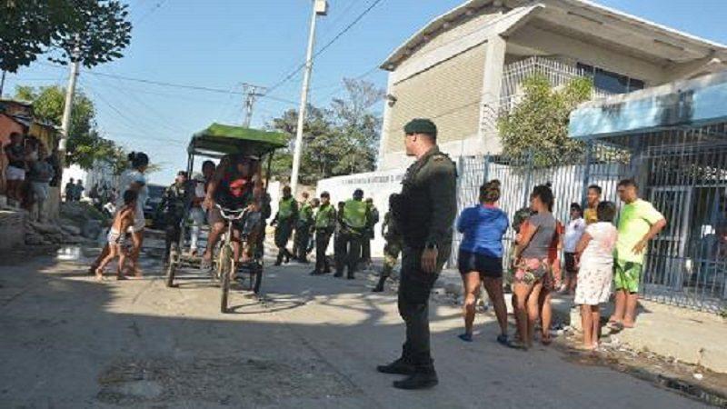 Tres jóvenes heridos deja enfrentamiento entre comunidad y Policía en el barrio Rebolo