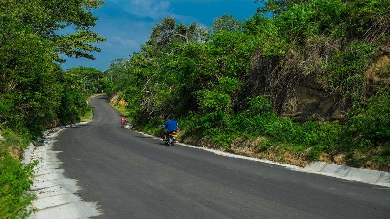 Avanza construcción de nueva vía entre Usuacurí y Piojó que impulsa el ecoturismo y la productividad agrícola