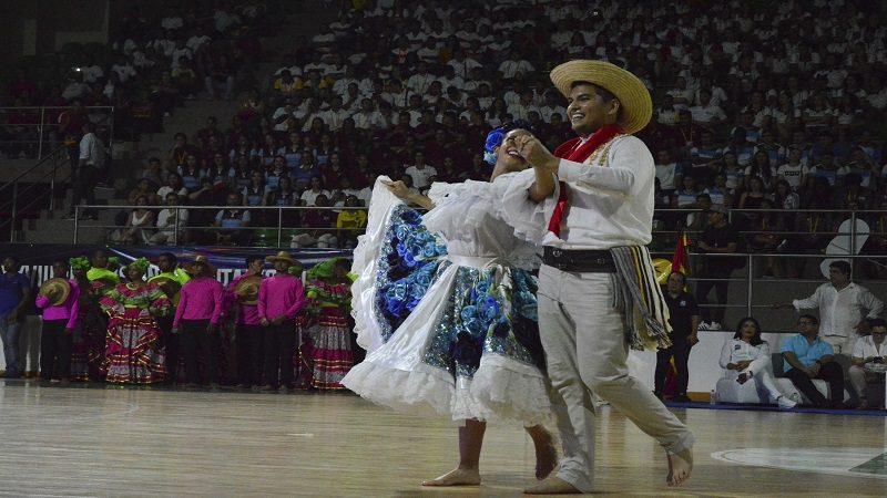 Coliseo Elías Chegwin vibró con la inauguración de la fiesta deportiva universitaria