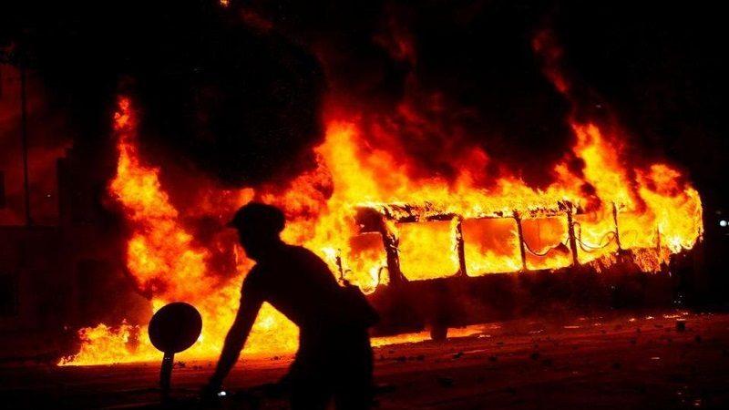 Aumento de tarifa del pasaje en el metro generó violentas protestas en Chile