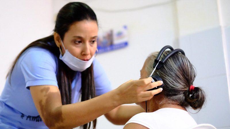 Entregan audífonos especiales a 1.000 personas con limitación auditiva, en Atlántico
