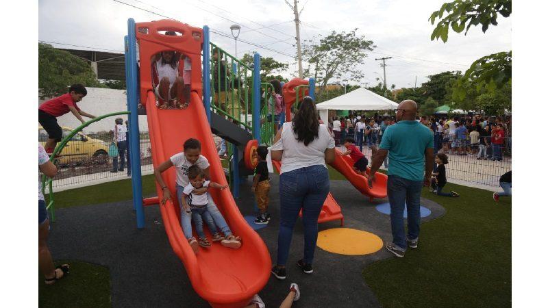 Habitantes de Ciudadela 20 de Julio estrenan el remodelado parque Mundialito