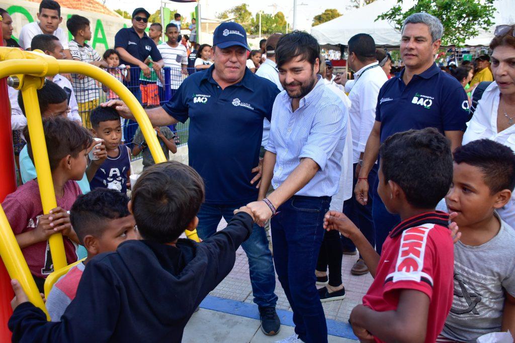 La imagen tiene un atributo ALT vacío; su nombre de archivo es Alcalde-Pumarejo-entregó-moderno-parque-a-comunidad-del-barrio-Las-Américas-3-1024x683.jpg