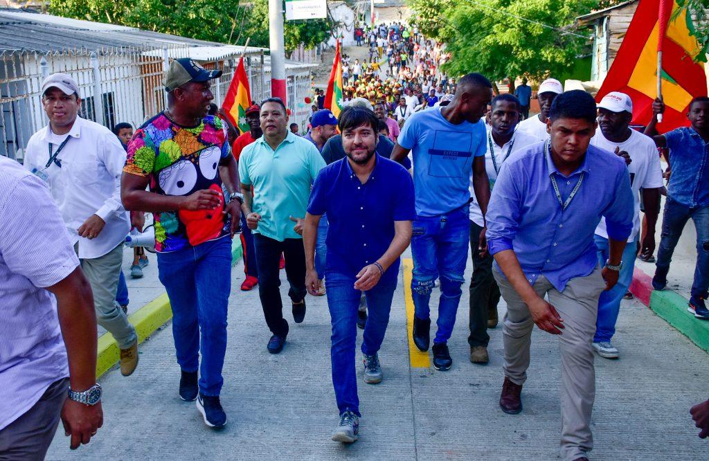 La imagen tiene un atributo ALT vacío; su nombre de archivo es Alcalde-Pumarejo-entregó-tres-vías-pavimentadas-en-el-barrio-Nueva-Colombia-2-1024x666.jpg