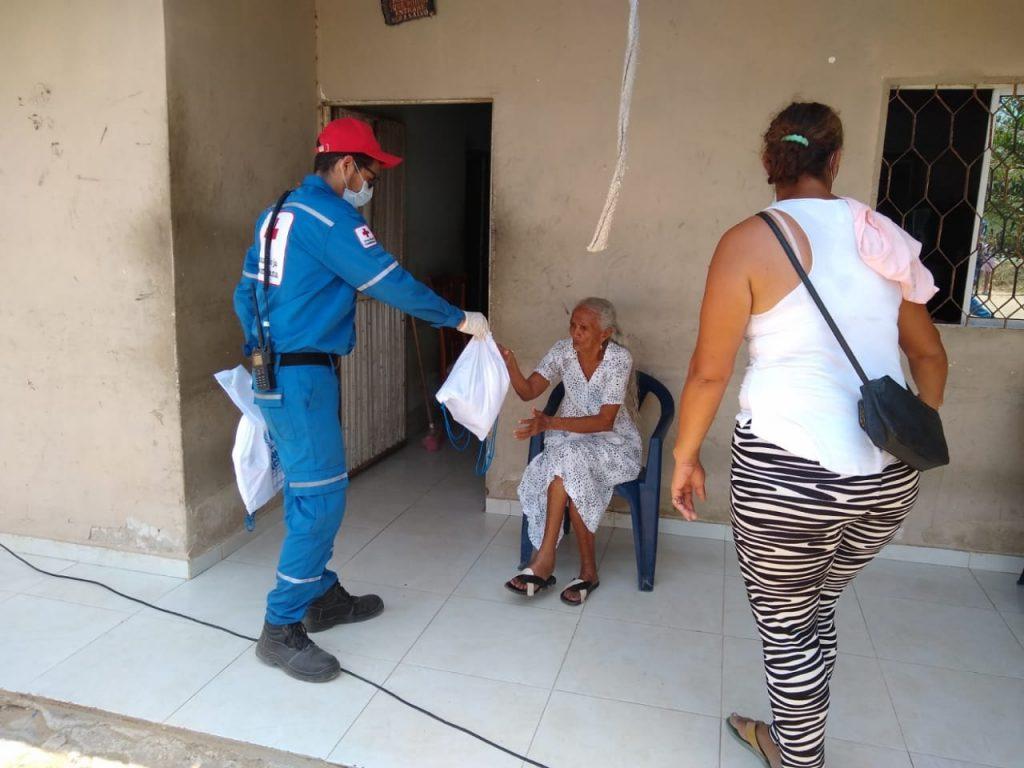 La imagen tiene un atributo ALT vacío; su nombre de archivo es Cruz-Roja-y-Acnur-entregan-kits-de-aseo-a-familias-vulnerables-de-Barranquilla-1-1024x768.jpg