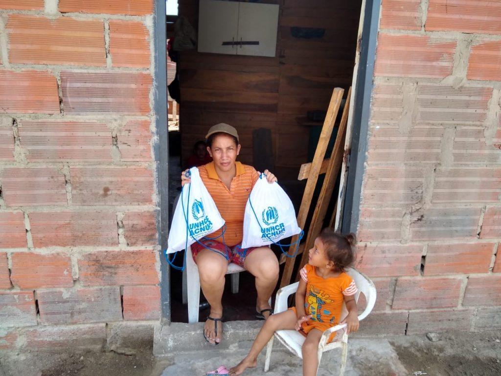 La imagen tiene un atributo ALT vacío; su nombre de archivo es Cruz-Roja-y-Acnur-entregan-kits-de-aseo-a-familias-vulnerables-de-Barranquilla-2-1024x768.jpg