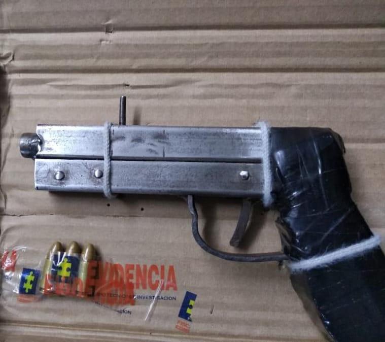 La imagen tiene un atributo ALT vacío; su nombre de archivo es Con-pistola-9-milímetros-cae-en-estación-de-Transmetro.jpg