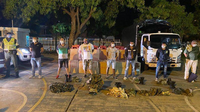 Falsos militares transportaban contrabando en un camión: 10 capturados
