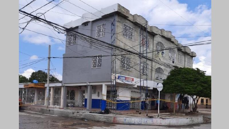 Accidente laboral deja un muerto y dos heridos en Soledad: albañiles tocaron cable energizado