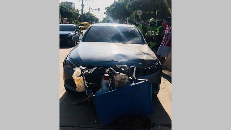 Arrolló a vendedor de tinto, intentó escapar y lo capturaron en el norte de Barranquilla