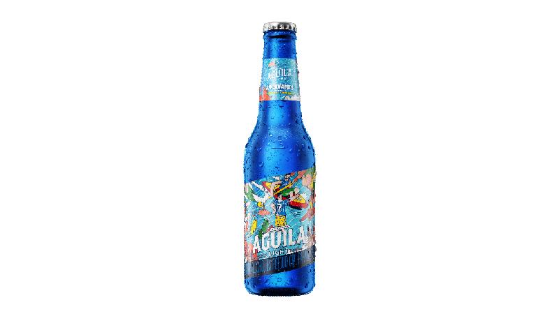 Cerveza Aguila cambia su botella a una edición limitada de color azul