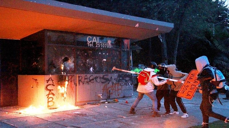 Capturan a cinco personas por ataque a un CAI donde pretendían quemar a 15 policías