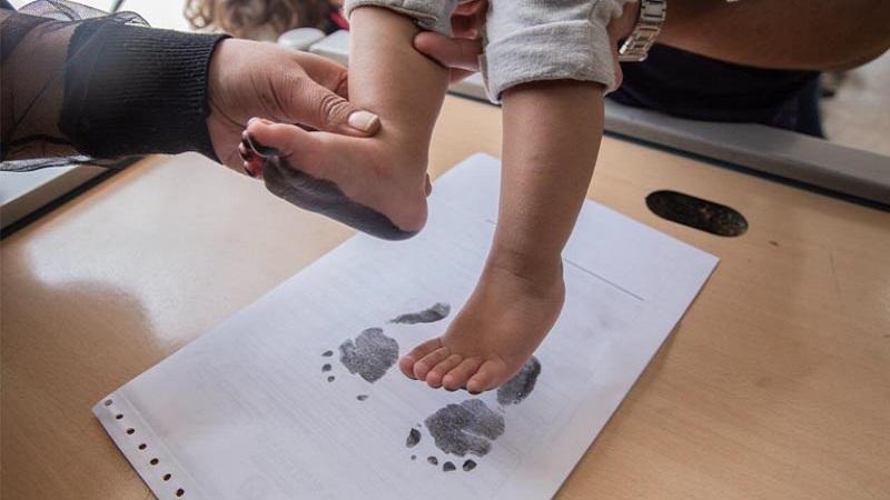 Comenzó el registro de niños en Colombia con el primer apellido de la madre