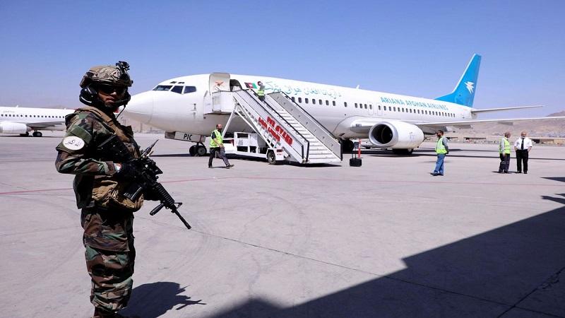Aeropuerto de Kabul vuelve a funcionar para vuelos internacionales