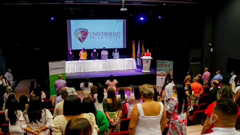 Distrito abre nueva convocatoria para ofrecer becas de especialización a docentes de colegios oficiales